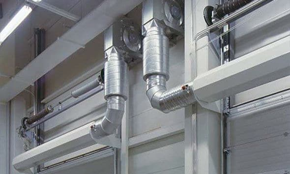 Cold storage with use of air curtains
